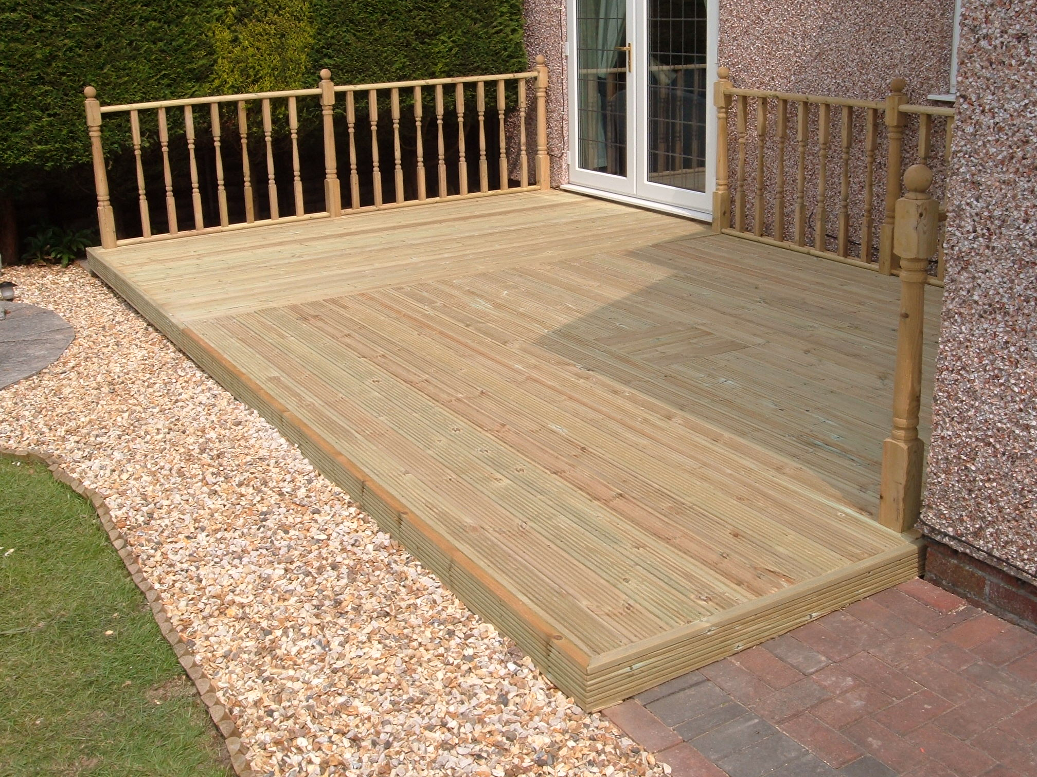Greater driveways cheadle hulme decking for Garden deck ideas designs